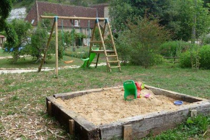 Location de vacances - Gîte à Saint-Chamassy - coin jeux enfant