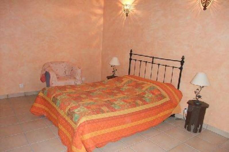 Location de vacances - Gîte à Saint-Chamassy - chambre de plein pied