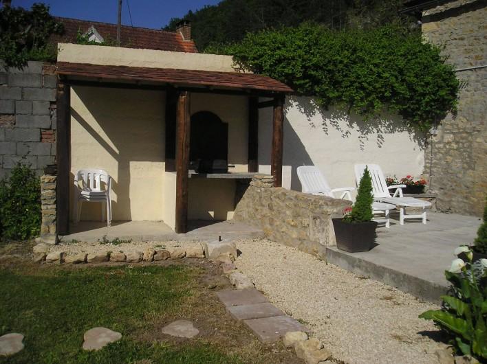 Location de vacances - Gîte à Saint-Chamassy - coin barbecue