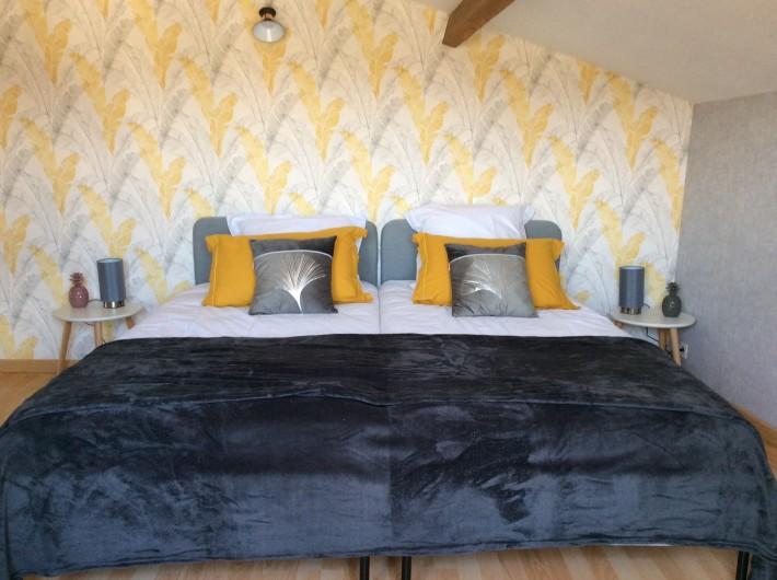Location de vacances - Villa à Nantille - chambre 3 en sous-pente 2 lits 90 x 200 +lit de BB