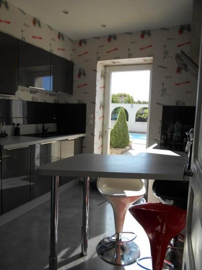 Location de vacances - Villa à Nantille - cuisine pas très grande mais fonctionnelle
