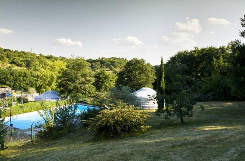 Location de vacances - Yourte à Barjac - Piscine et pataugeoire sécurisées