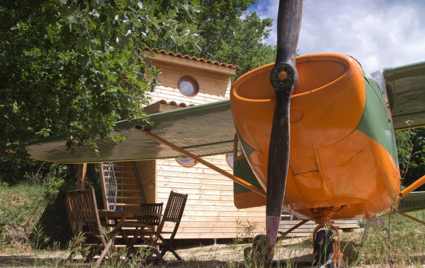 """Location de vacances - Yourte à Barjac - Notre avion Cessna est loué avec sa """"Tour de contrôle"""""""
