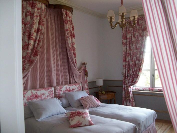 """Location de vacances - Chambre d'hôtes à Saint-Trivier-de-Courtes - Notre chambre  romantique """"Prélude"""" style XViiième s."""