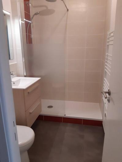 Location de vacances - Studio à Dinard - salle d'eau