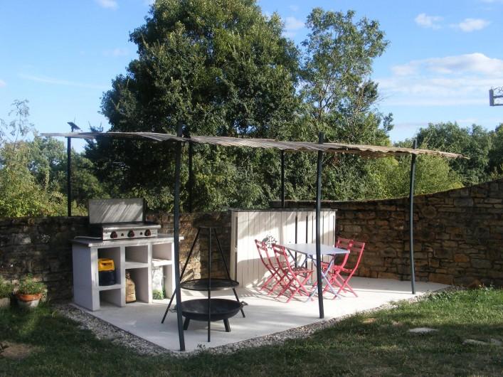 Location de vacances - Gîte à Saint-Antonin-Noble-Val - Un coin bar/cuisine d'été