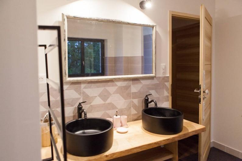Location de vacances - Gîte à Saint-Antonin-Noble-Val - Salle de bains familiale...