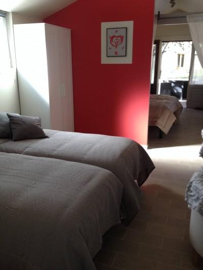 Location de vacances - Chambre d'hôtes à Messas - Chambre familiale, 4 lits simple.