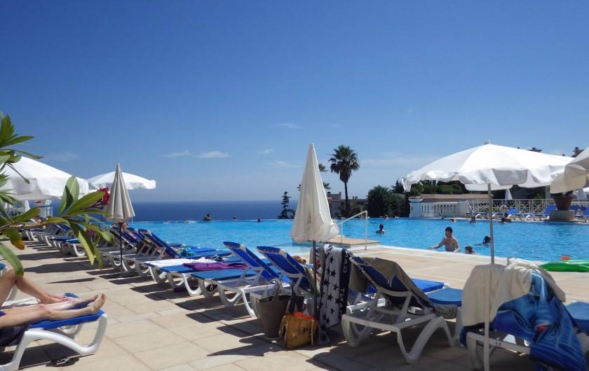 Location de vacances - Appartement à Cannes - piscine à débordement  superficie 1100 m2 face à la baie de Cannes
