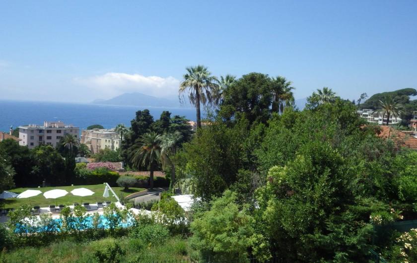 Location de vacances - Appartement à Cannes - autre vue de la terrasse de l'appartement