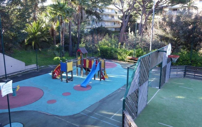 Location de vacances - Appartement à Cannes - aire de jeux, terrain de sports