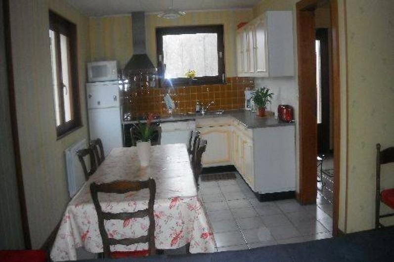 Location de vacances - Chalet à Gérardmer - cuisine salle à manger