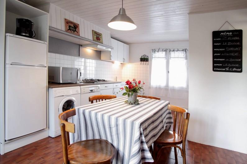 Location de vacances - Gîte à Le Bugue - cuisine spacieuse