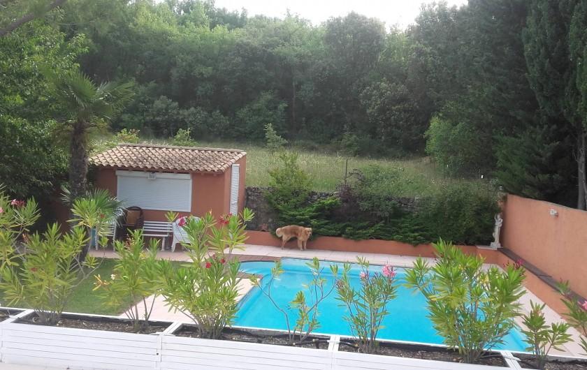 Location de vacances - Appartement à Flayosc - piscine vue sur colline