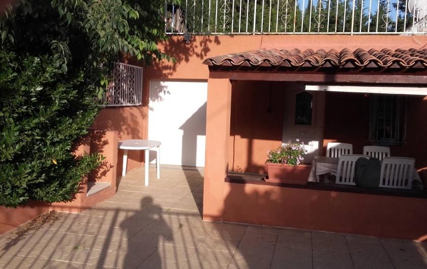 Location de vacances - Appartement à Flayosc - terrasse loggia