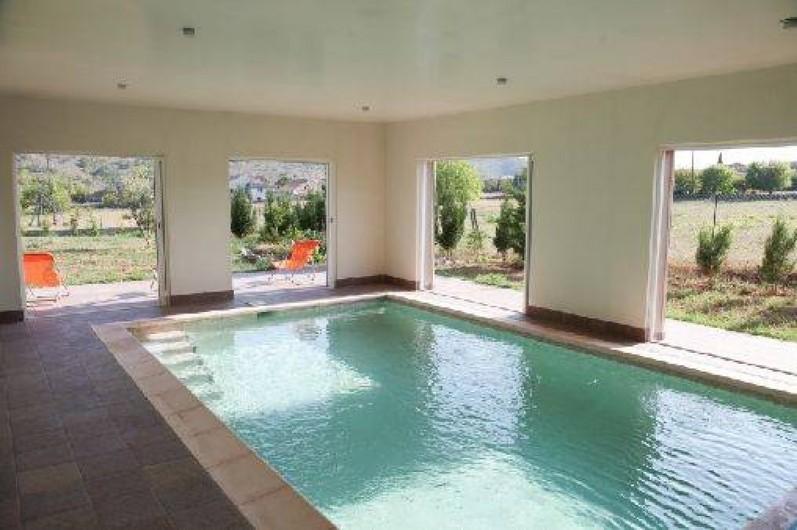 Villa climatis e avec piscine int rieure priv e chauff e for Ardeche location maison avec piscine