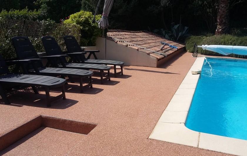 Location de vacances - Appartement à Aix-en-Provence - farniente à la piscine