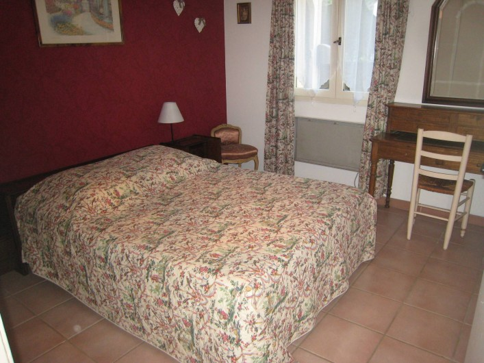 Location de vacances - Appartement à Aix-en-Provence - Chambre avec grande penderie