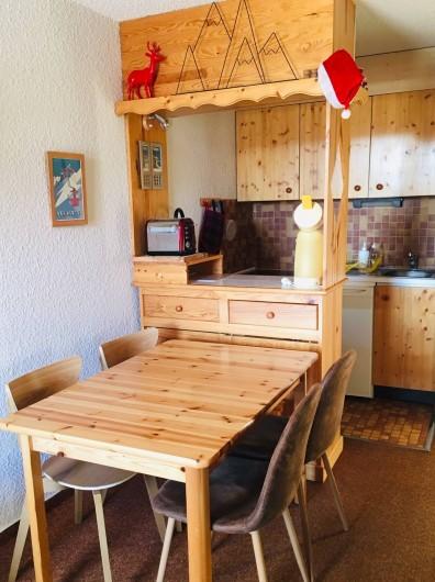 Location de vacances - Studio à Saint-François-Longchamp - table
