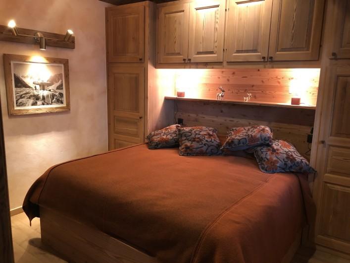 Location de vacances - Chalet à Chamonix-Mont-Blanc - Rez de Chaussée: la Chambre de la Foret