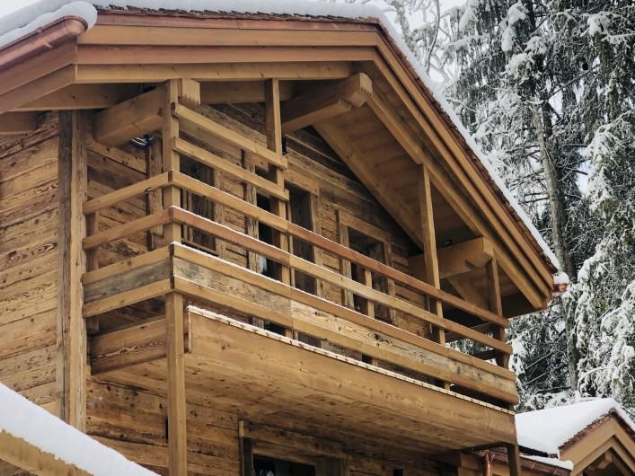 Location de vacances - Chalet à Chamonix-Mont-Blanc - Une Facade de vieux chalet d'alpage