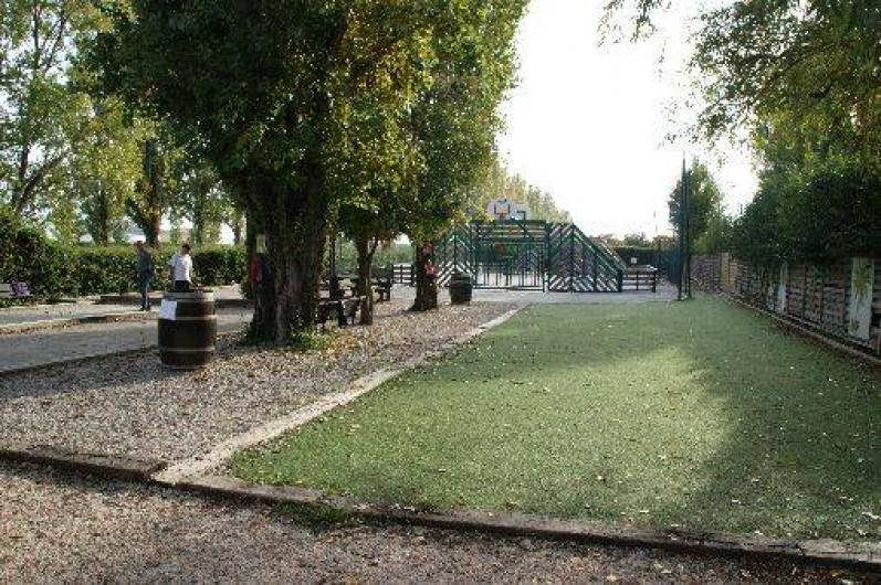 Location de vacances - Bungalow - Mobilhome à Fréjus - Terrain de boules et basket ainsi que tennis de table