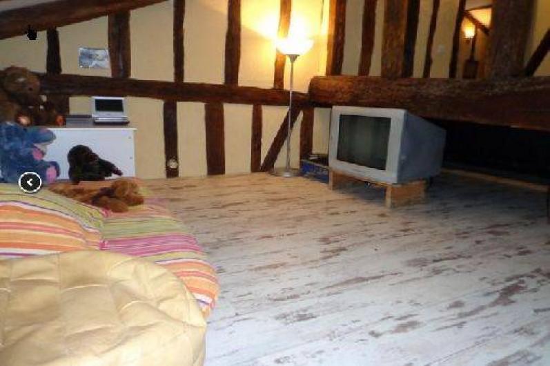 Location de vacances - Villa à Berdoues - Coin enfant, avec tv, lecteur dvd, dvd, peluches, jouets..