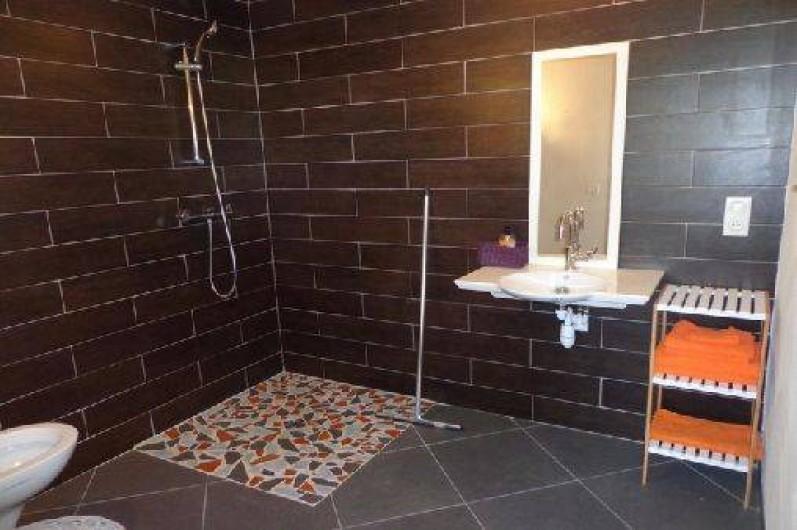 Location de vacances - Villa à Berdoues - Salle de bain RDC, communicante à la chambre