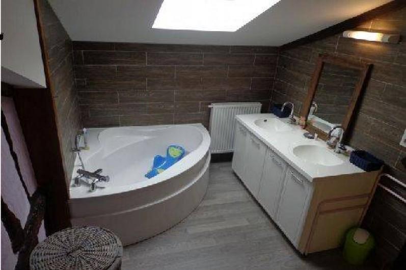 Location de vacances - Villa à Berdoues - Salle de bain, étage