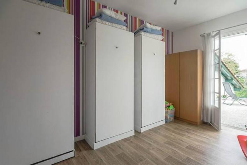Location de vacances - Villa à Ciboure - lits simple armoire