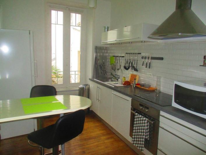 Location de vacances - Appartement à Quimper - cuisine fonctionnelle, coin repas