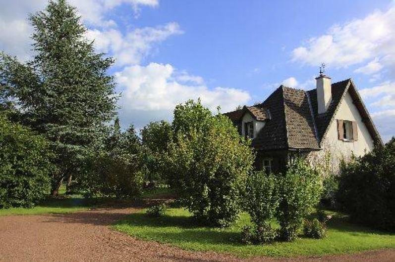 Location de vacances - Gîte à Autun - Entrée de la maison Jardin entièrement clos