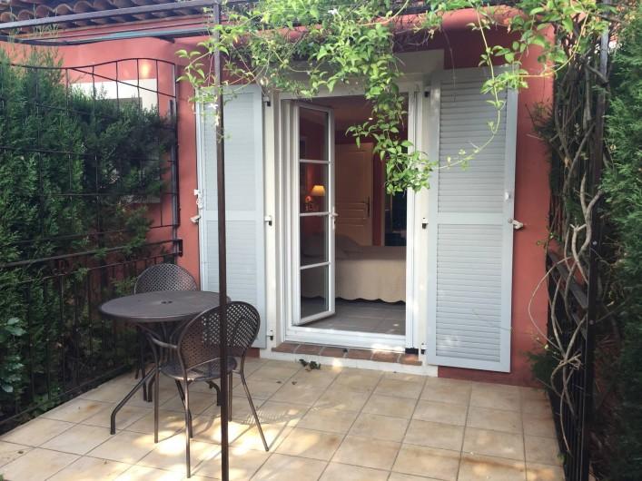 Location de vacances - Villa à Carros - Petite terrasse privée de la suite parentale