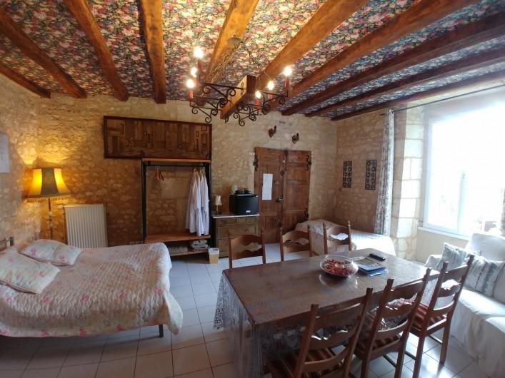 Location de vacances - Chambre d'hôtes à Beaumont - Chambre de la tour , 2 eme étage