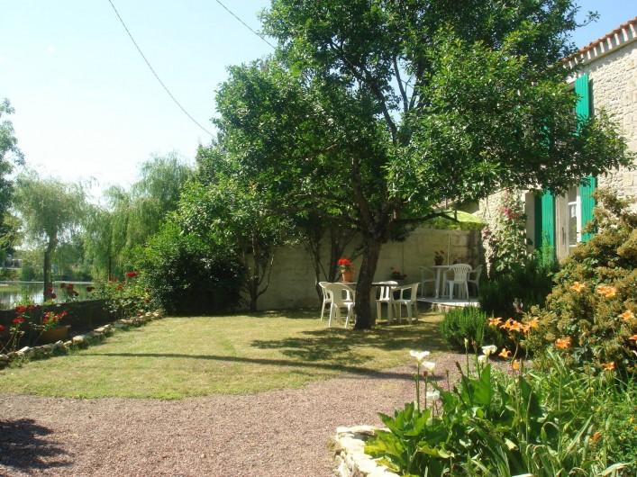 Location de vacances - Gîte à Maillé - jardin de devant