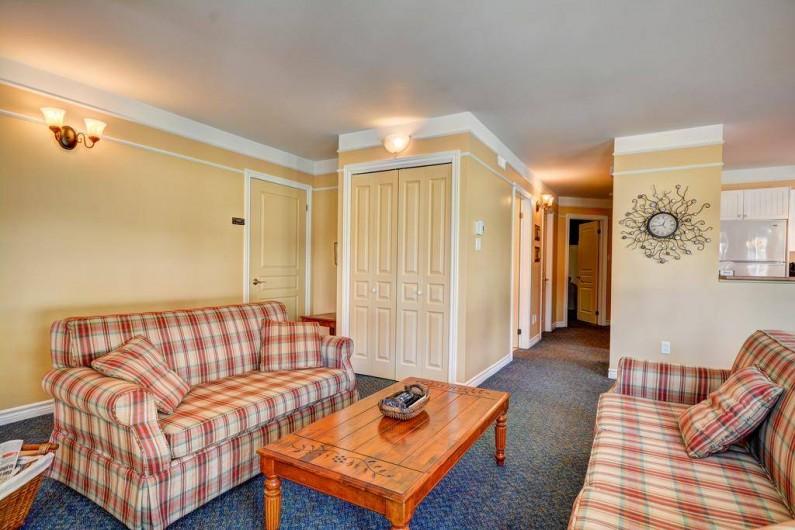 Location de vacances - Appartement à Saint-Donat - Vue vers les chambres