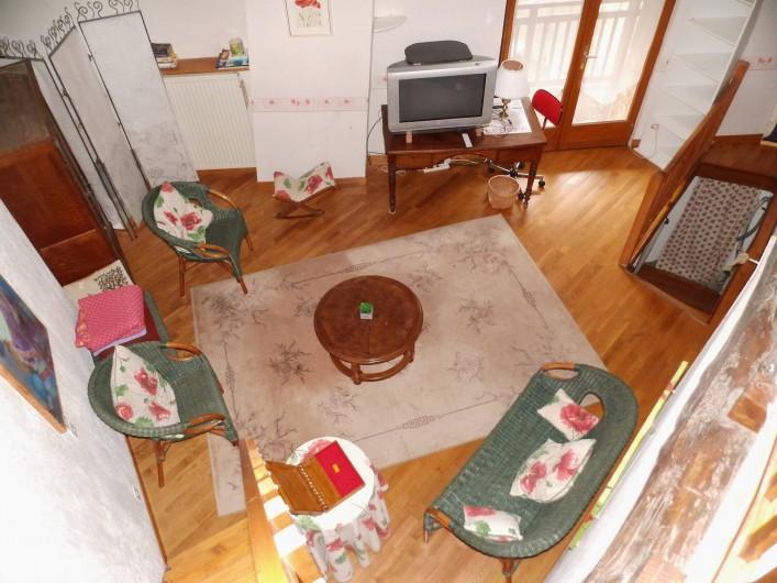 Location de vacances - Gîte à Cerdon - salon depuis la mezzanine