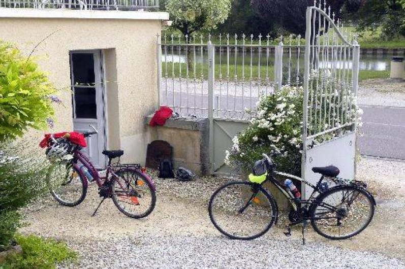 Location de vacances - Maison - Villa à Buffon - Abri velo