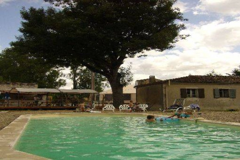 Petit camping calme comprenant 7 yourtes contemporaines for Camping tarn et garonne avec piscine