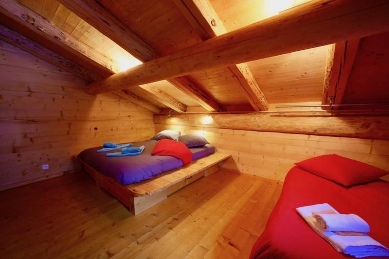 Location de vacances - Chalet à Manigod - chambre Etale lit 160 + lit 90. La chambre Tournette a la même configuration.
