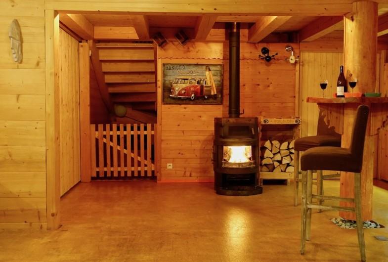 Location de vacances - Chalet à Manigod - Des bûches, petit bois et grandes allumettes sont à votre disposition.