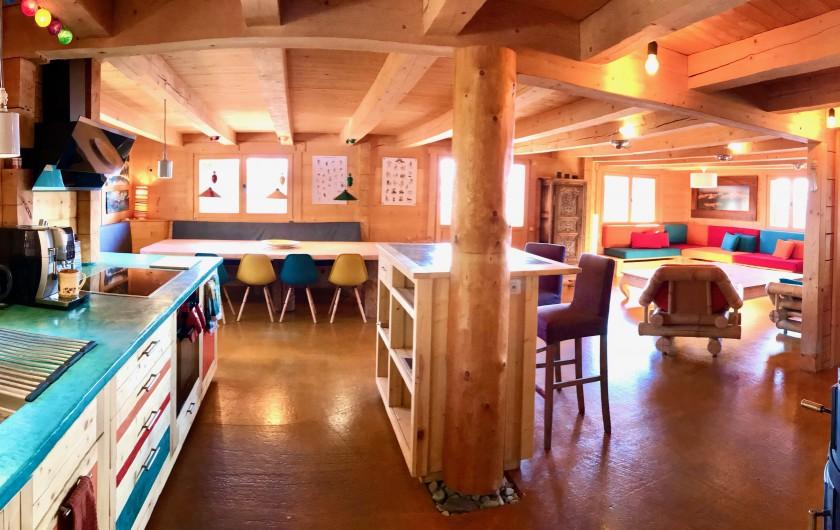 Location de vacances - Chalet à Manigod - Pièce à vivre de 110m2, la vue sur les montagnes est époustouflante !