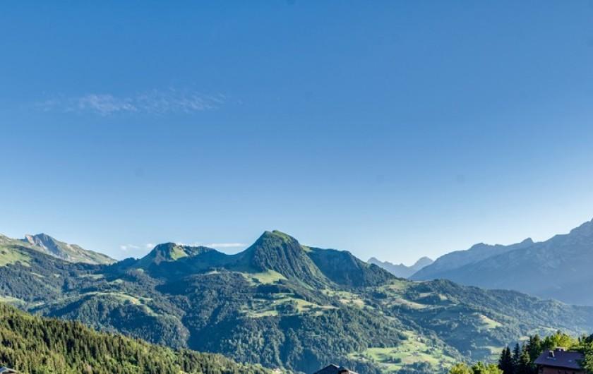 Location de vacances - Chalet à Manigod - Le Mont Charvin 2409m, Sulens 1839m, La Tournette 2351m