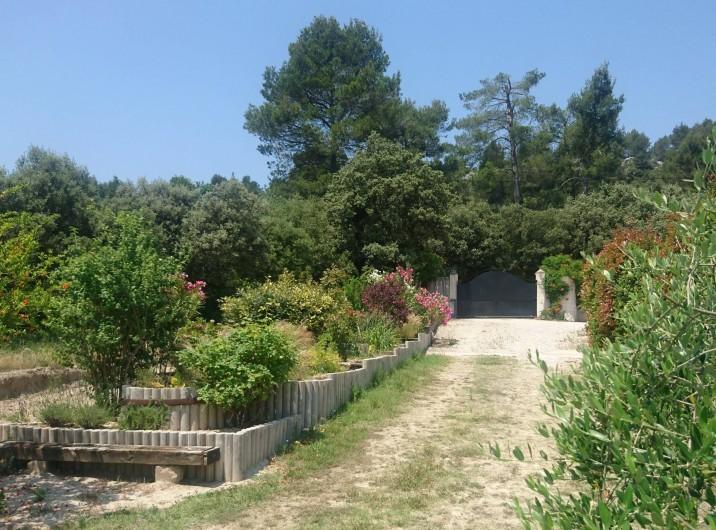Location de vacances - Gîte à Orgon - Vers sortie et parking...