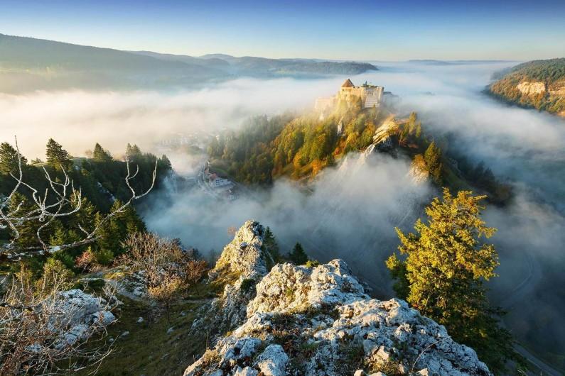 Location de vacances - Appartement à La Cluse-et-Mijoux - L'automne dans le Haut Doubs, frais et ensoleillé.