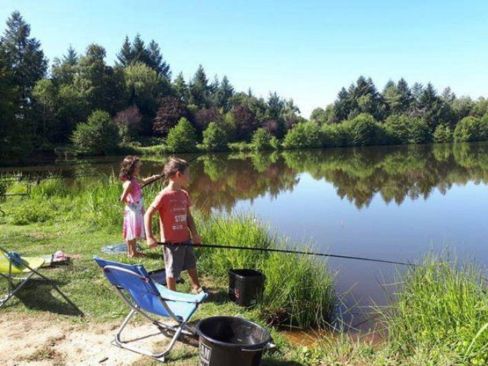 Location de vacances - Chalet à Miallet - On pêche à tout âge