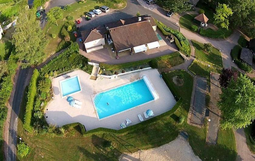 Location de vacances - Chalet à Miallet - L'accueil et et la Piscine