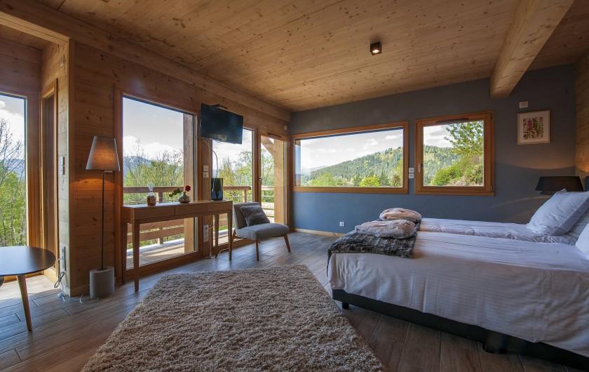Location de vacances - Chalet à Muhlbach-sur-Munster - Chambre 2 , 2 à 3 pers, coin salon (+1 pers sur canapé-lit), balcon, sdb, wc