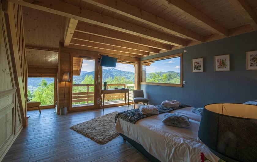 Location de vacances - Chalet à Muhlbach-sur-Munster - Chambre 4, en duplex, 4 pers, 2 lits doubles à chaque niveau,  balcon, sdb, wc