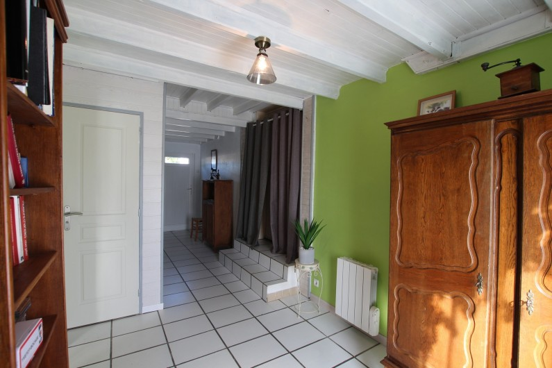 Location de vacances - Appartement à Yvetot-Bocage - COULOIR  TOILETTES  BIBLIOTHEQUE